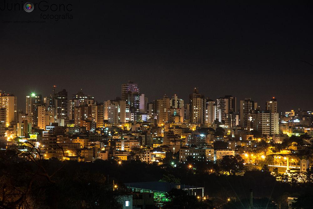 Sábado a noite em Divinópolis-MG  by juniorgonc