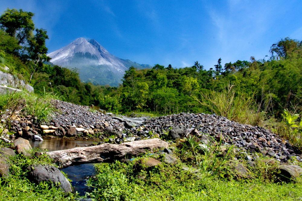 The charm of Mount Merapi by Hendra Gunawan
