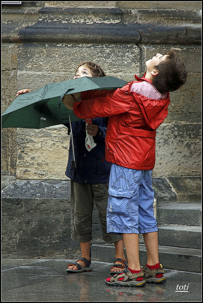Llueve y llueve. by toti camacho troyano