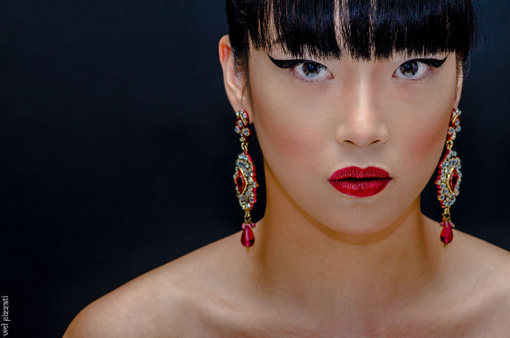 AB Lin with long earrings  by Pizzati