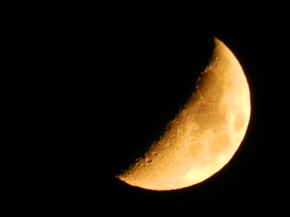 half moon by paulo antunes