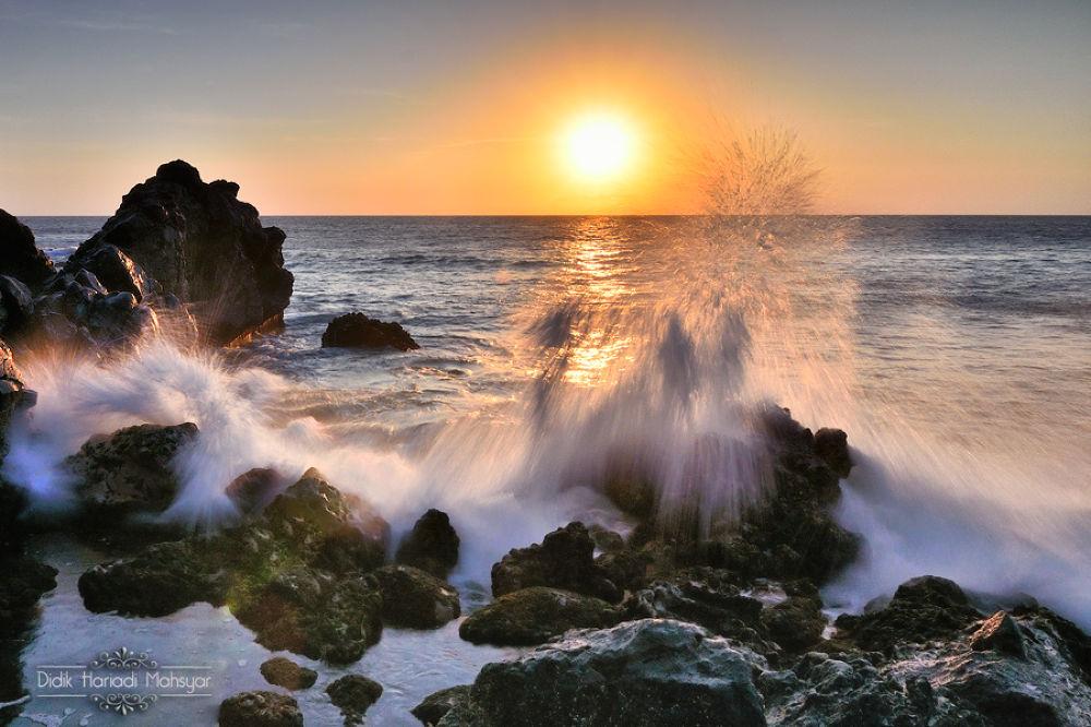 Sunset of Senggigi Beach by Didik Hariadi Mahsyar