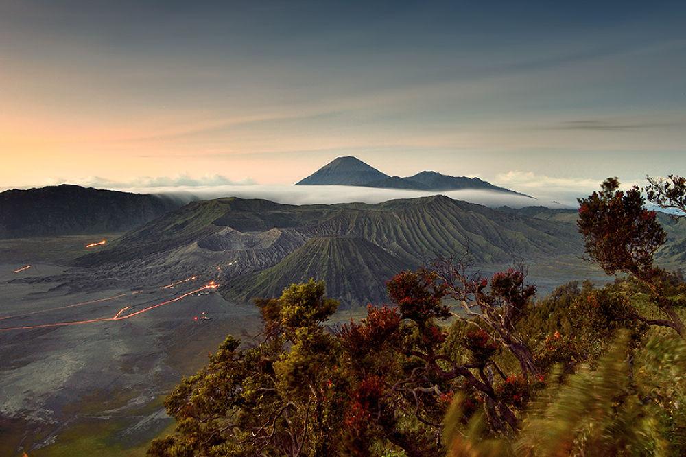 Early morning over Bromo Mt. by Didik Hariadi Mahsyar