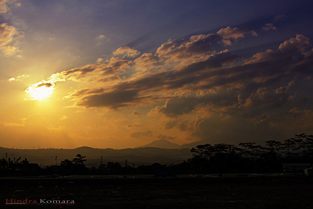 Sunset by Hindra Komara