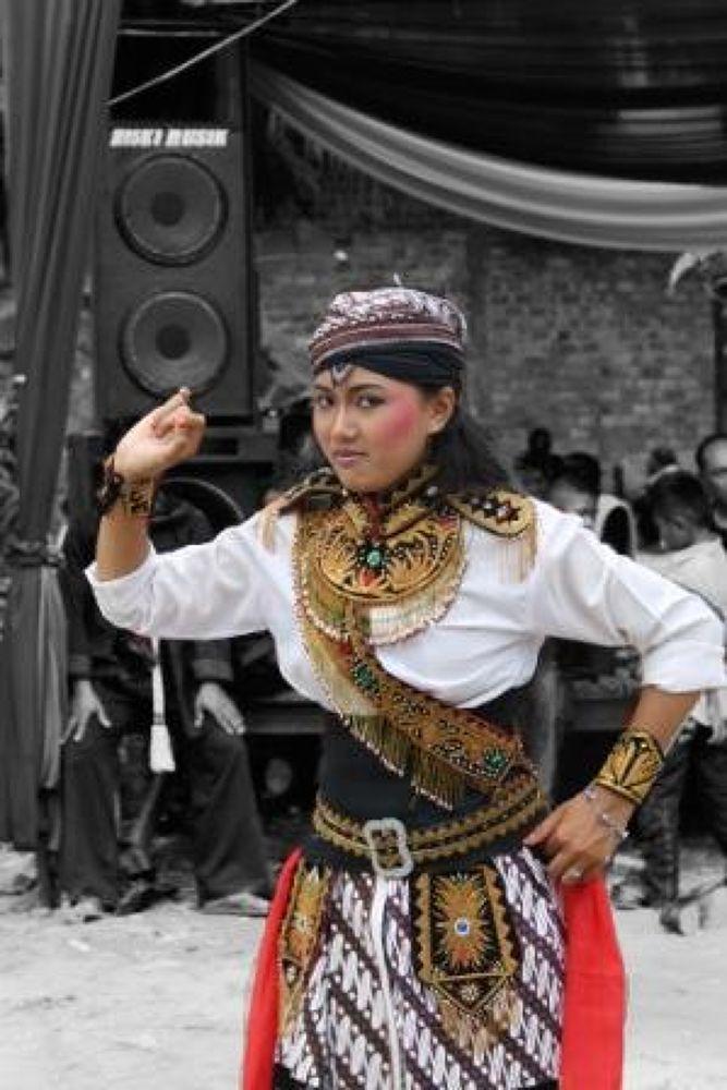 dancer  by yulikatmantoputrojowo