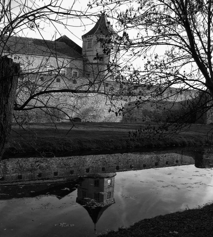 Sad fortress by andrada