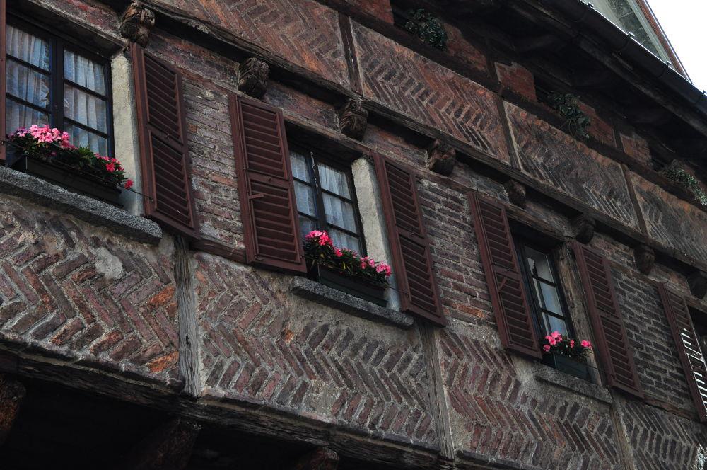 Windows with flowers by ATHINADOKA