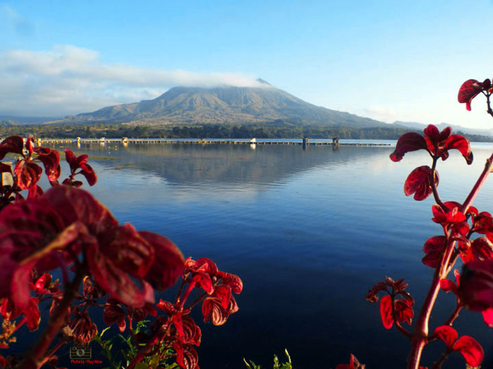 morning in Batur by they wina