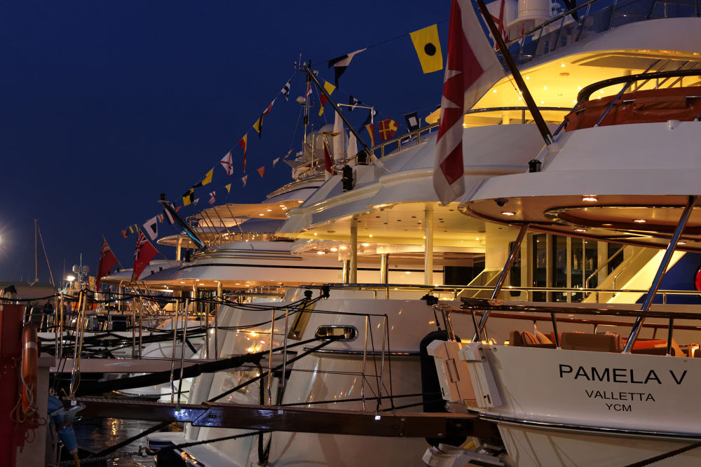 yacht port de Monaco  by gilles couturier