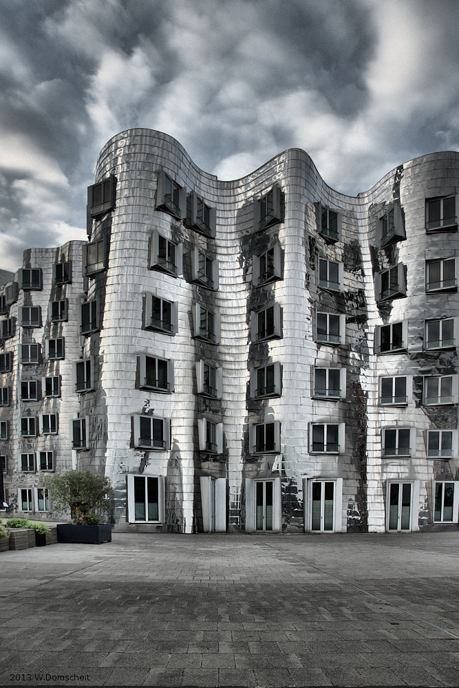Duesseldorf Gehry Building by wolfdomscheit