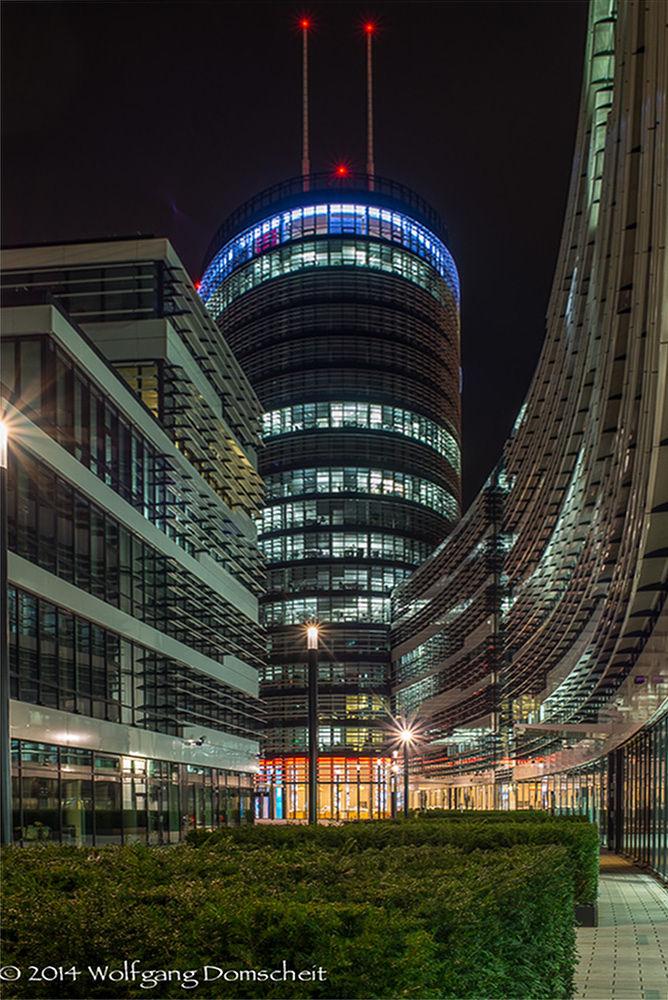 Vodafone Campus, Düsseldorf by wolfdomscheit