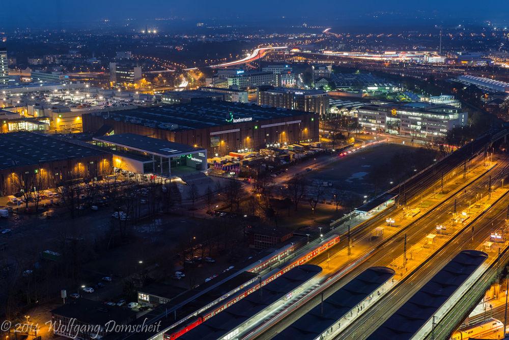 Cologne by night (Kölnmesse) by wolfdomscheit
