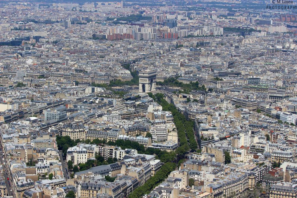 Paris by cmlinea