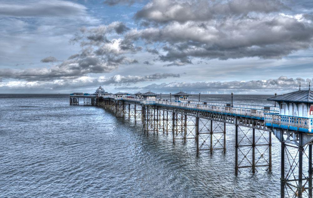llandudno pier by marieleather
