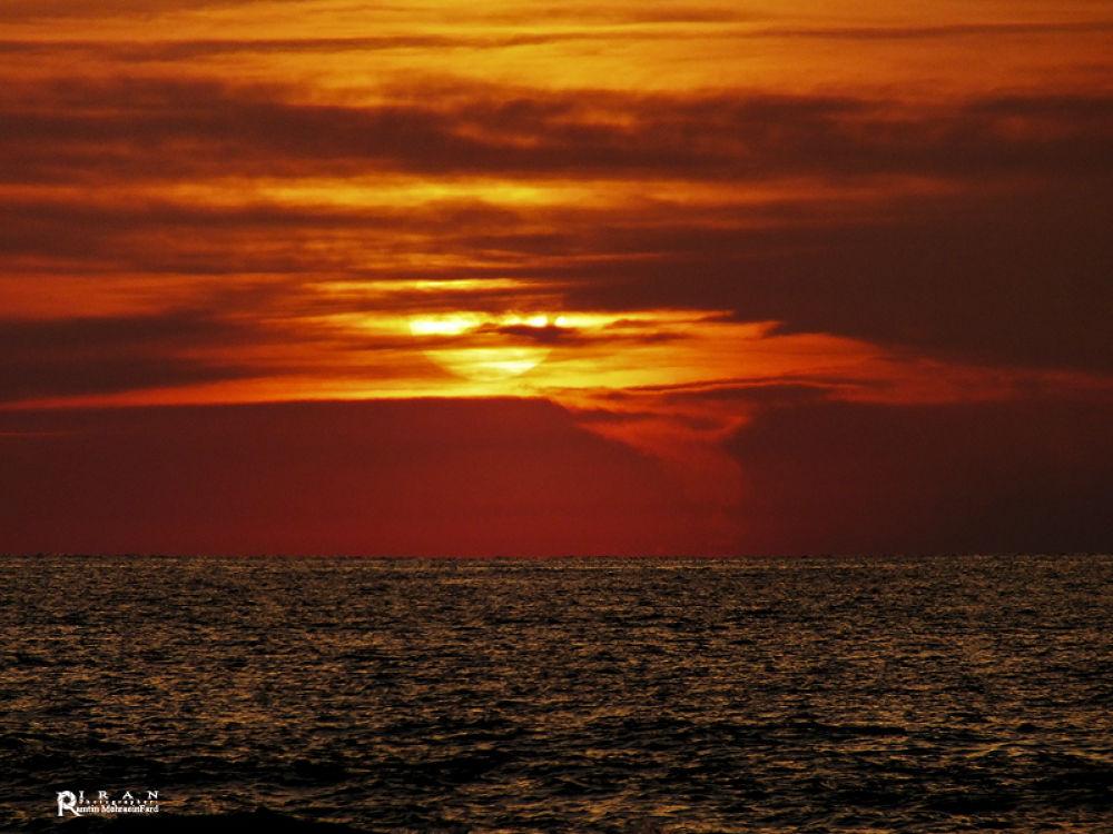 sea sunset by Ramtin MehraeenFard