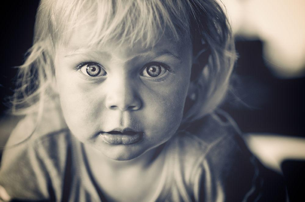 Photo in Portrait #girl #child #b&w #portrait #eyes