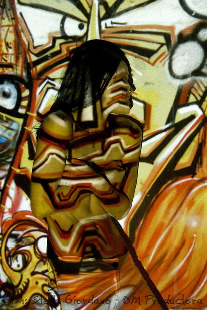 Photo in Random #expresión #mujer #grafitti #proyección #camuflaje