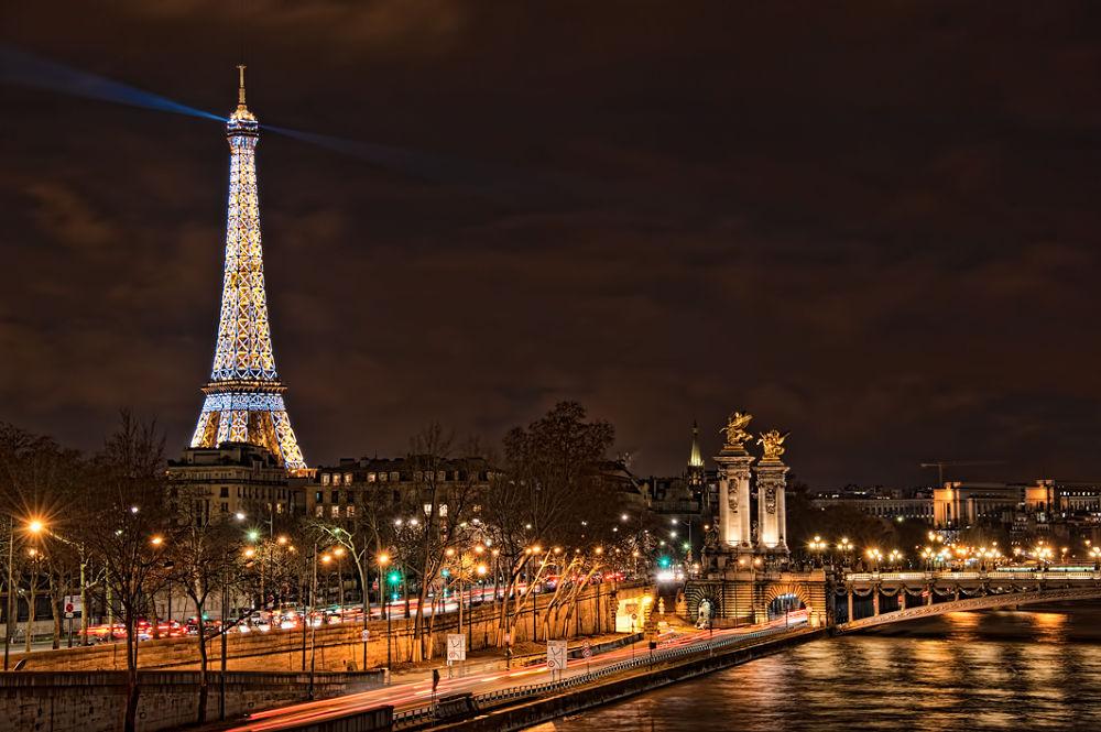 Eiffel-Lights-4 by gjkingphotography