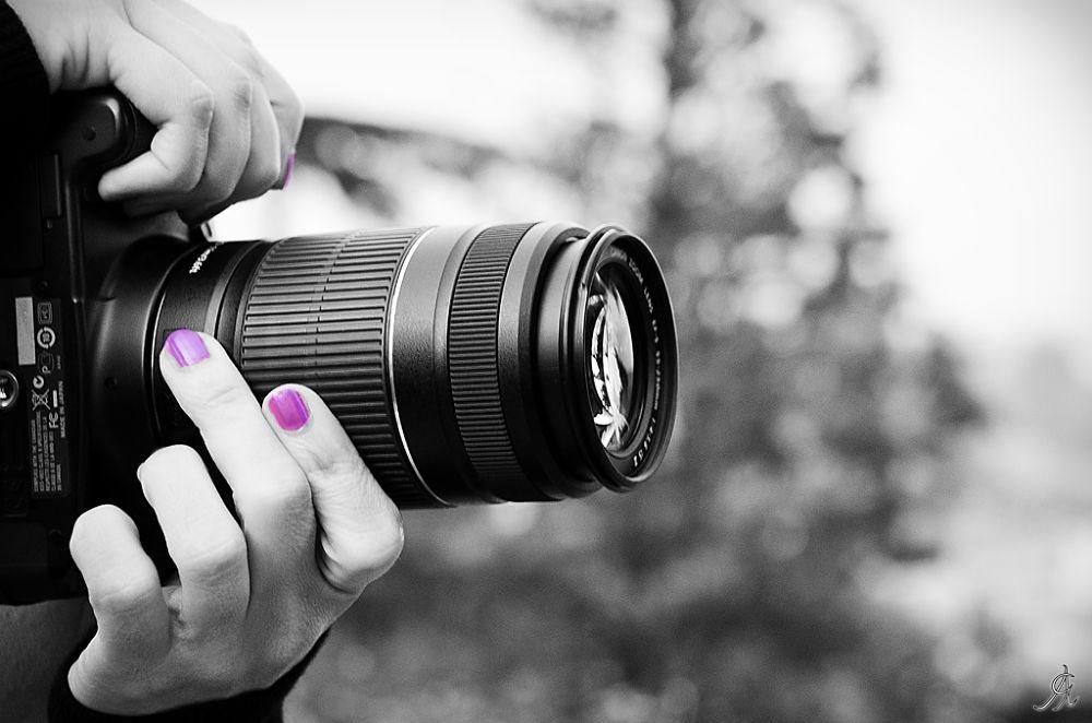 Photo in Street Photography #ypa2013 #photography #female #femmina #fotografia #camera #colore #selettivo #mano #unghie