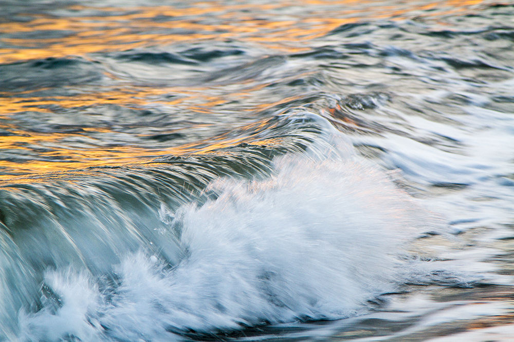 Wave under the sunset by batikiotis
