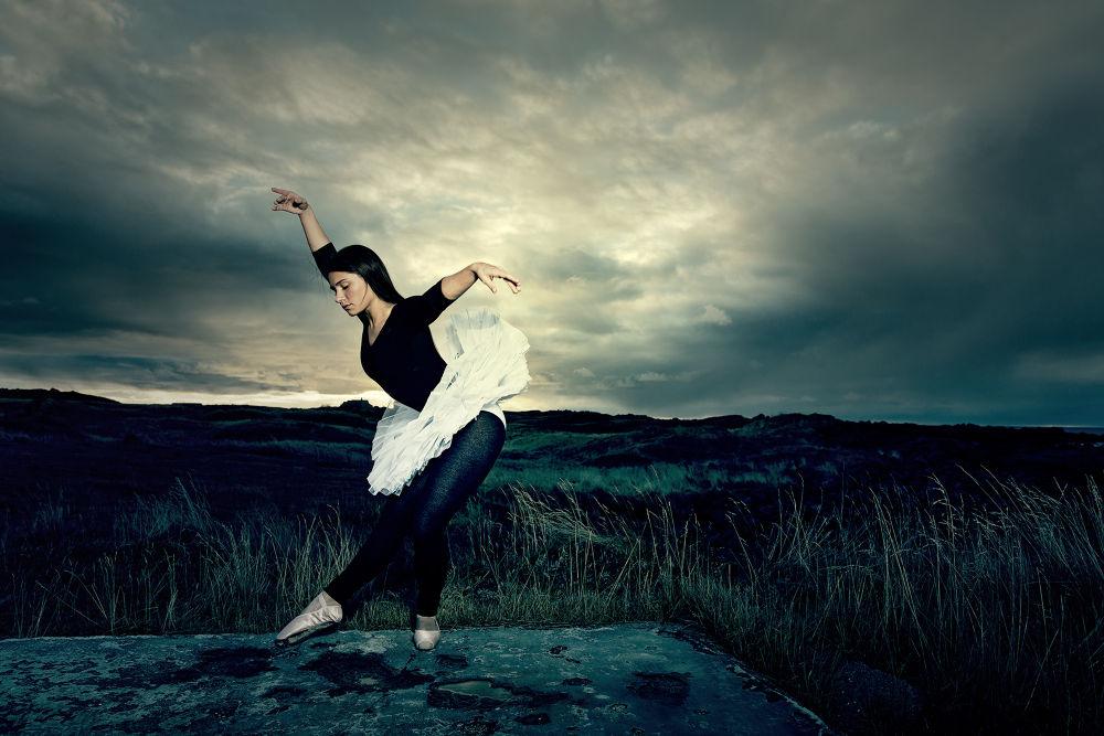 Ballerina II by Bragi Kort