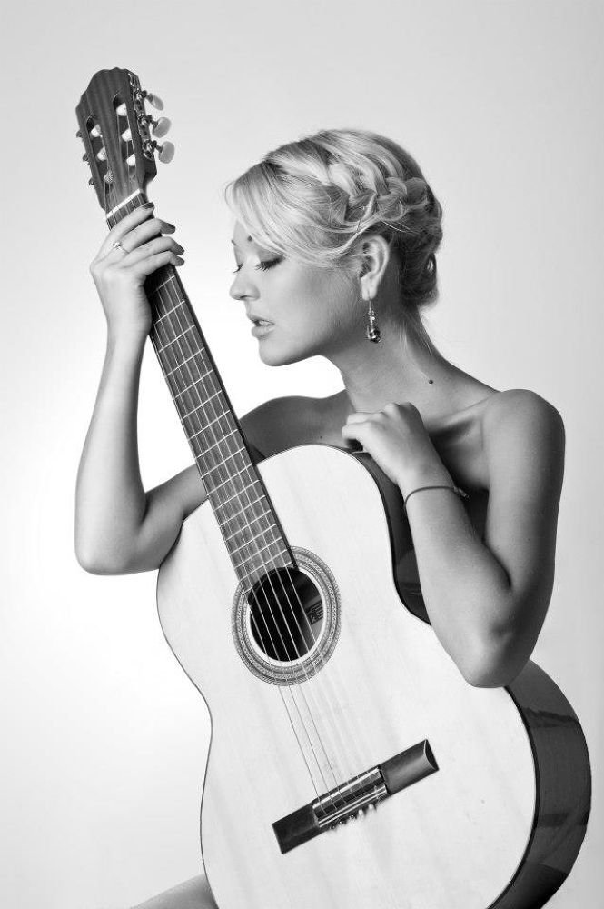 Photo in Black and White #guitar #woman #sing #passion #blackandwhite #gloria #feeling #victordetto