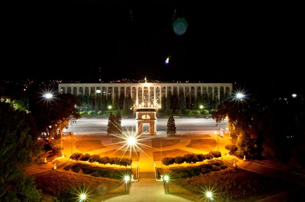 Chisinau at the night by Victor Detto