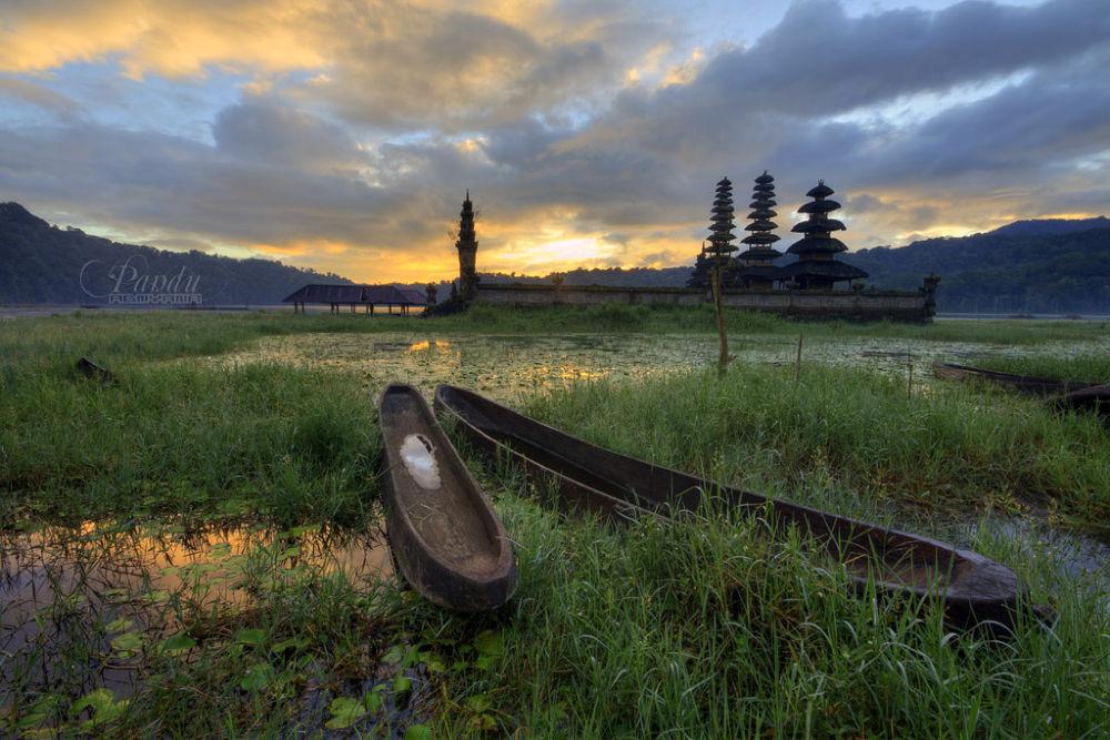 Resting Boats by Pandu Adnyana