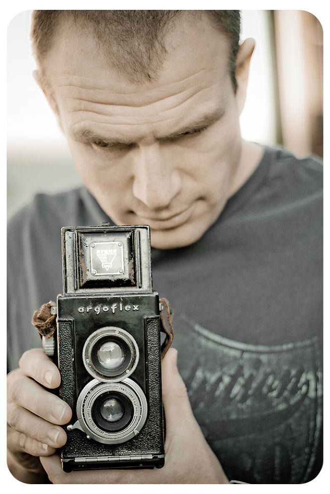 Old camera by PixBySam