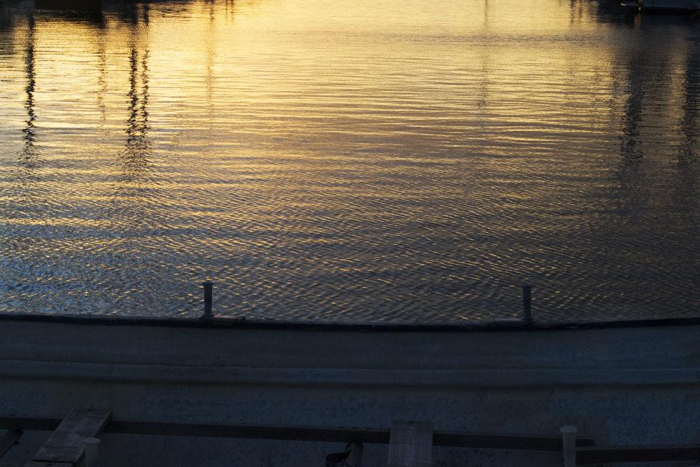 Coucher du soleil dans le port by Cristian Perez Casquet