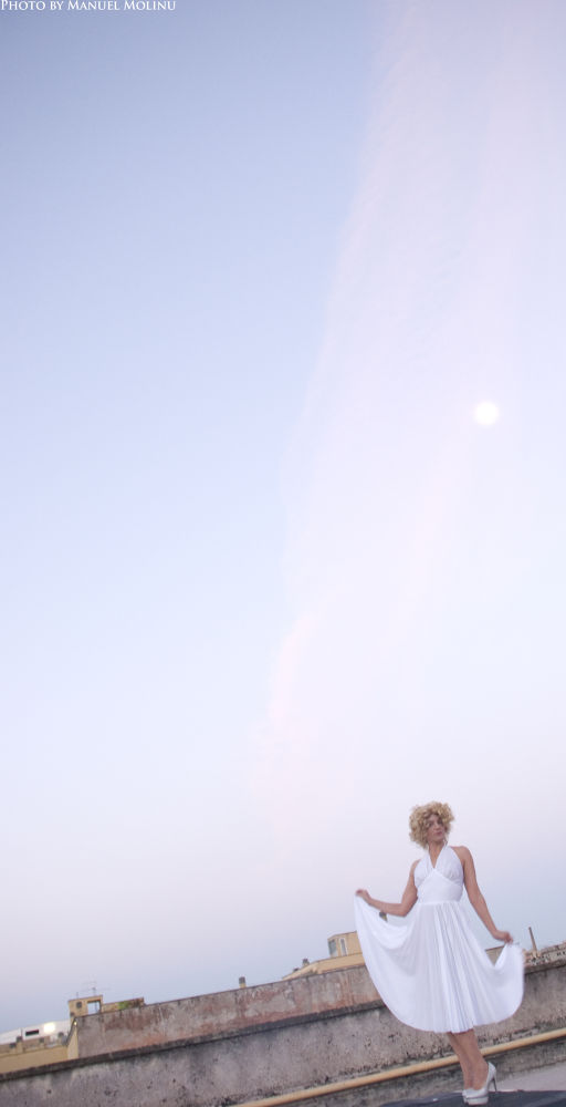 Moon, a Marilyn and the sunrise by ManuelMolinu