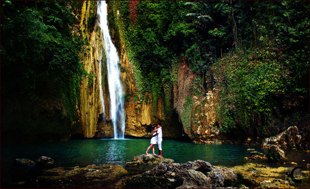 Engagement session at Mantayupan Falls - Barili Cebu by Roland Caranzo