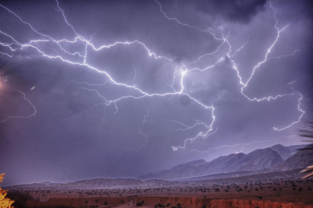 Lightning - Iran - Behbahan by Mahmoud Momtazan