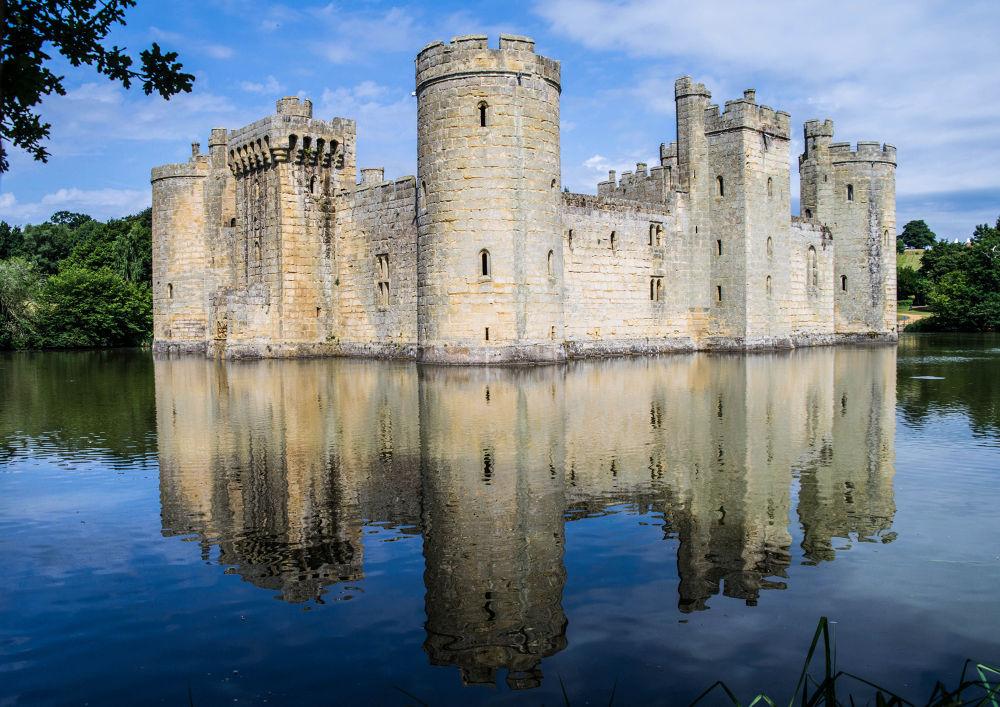 Bodium Castle, Kent, England by gregoir de tuit