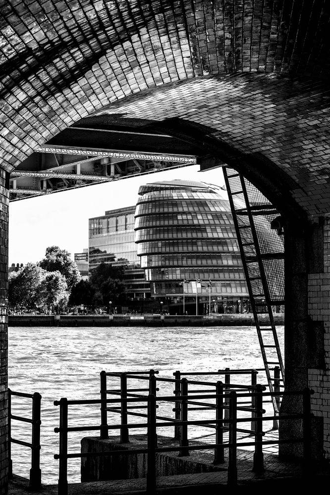 Dead Mans Hole, River Thames by gregoir de tuit