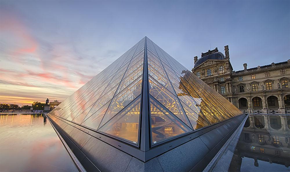 Paris starship by julien Magnan