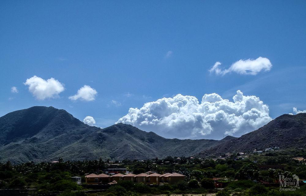 Cerro Tragaplata. by Pedro