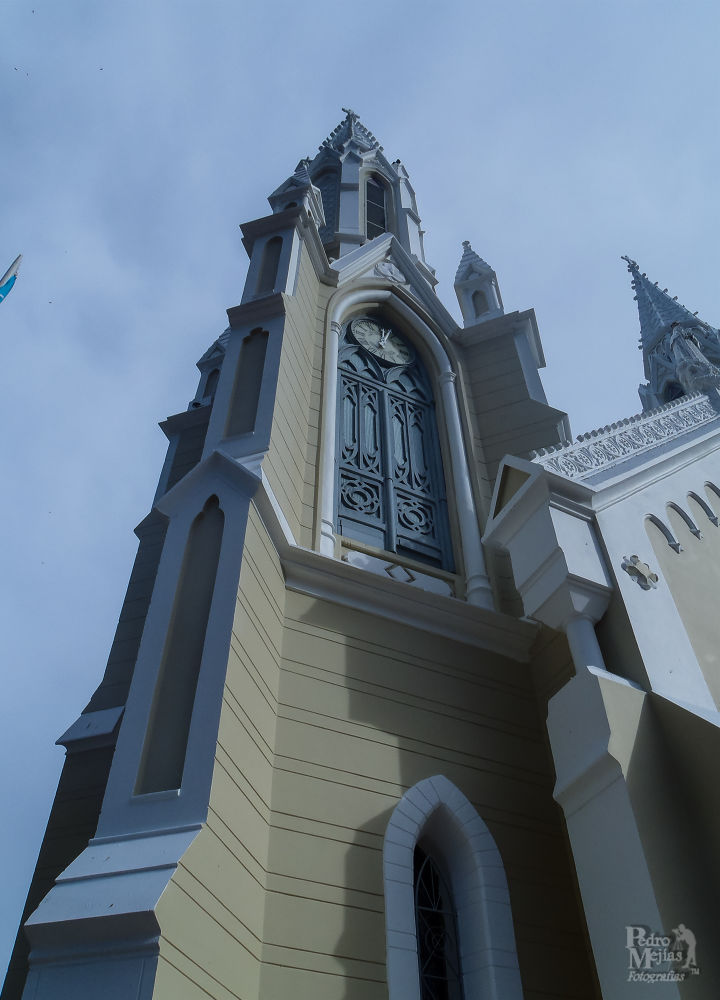Torre de la iglesia. by Pedro