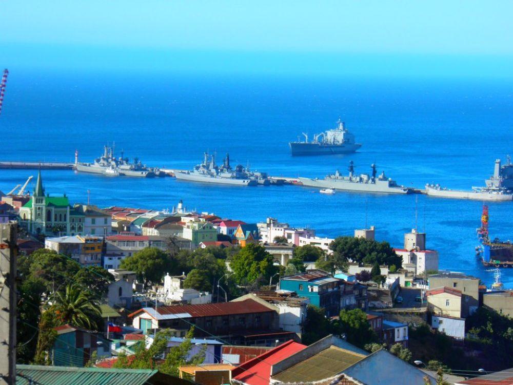 Molo de abrigo, Valparaiso by MaGuilaA