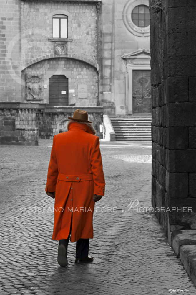 Uomo con cappotto arancione / Man with the orange coat by StefanoMaria