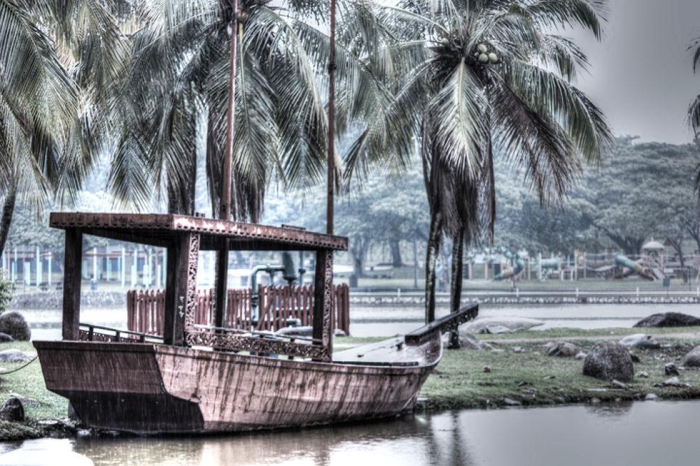 boat pulled by agus pratama setyawan