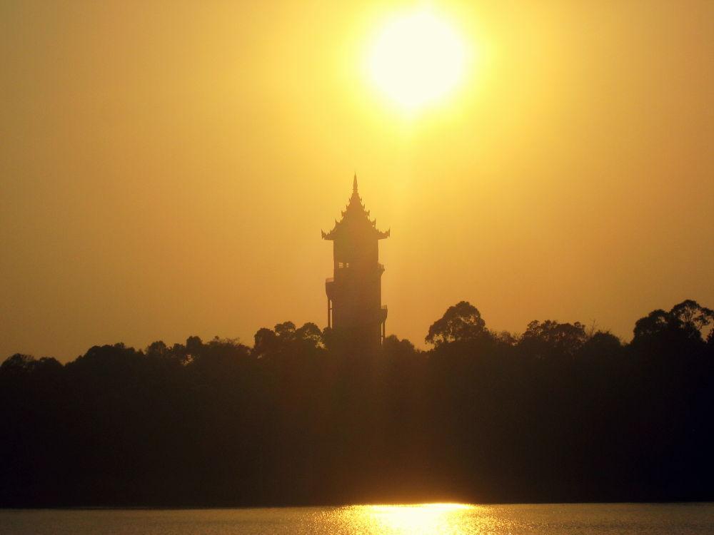 Sunset in Pyin Oo Lwin by scarlet mon