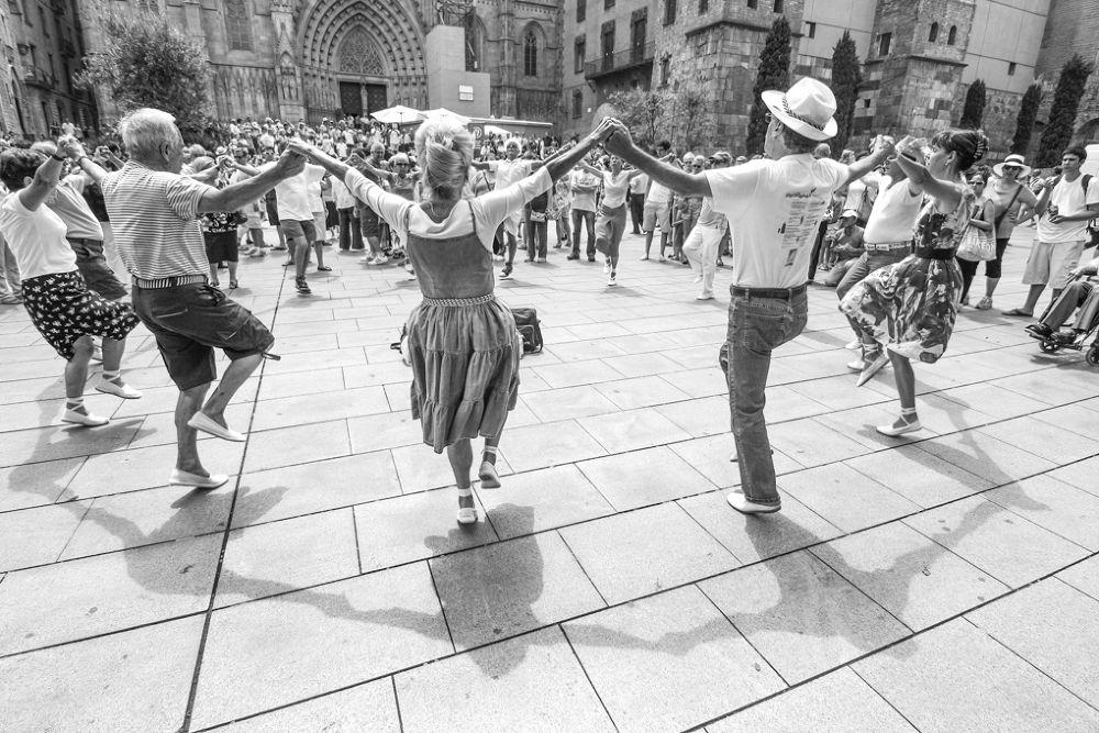 Sardana Catalana by laurazulian3