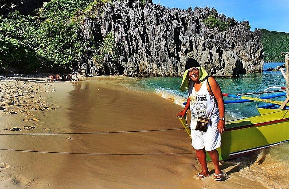 Lahoz island beach in Caramoan by panggajoe