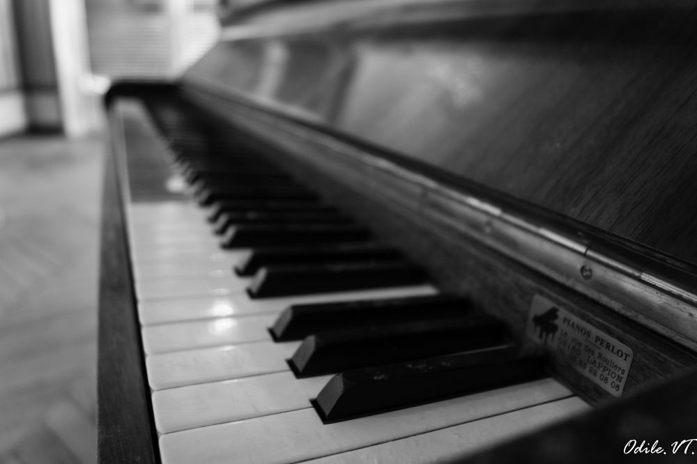 Le piano by Odilevantroys
