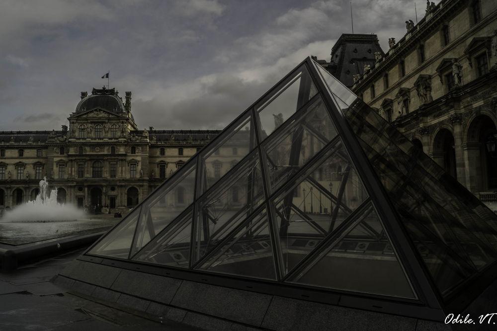 Le Louvre by Odilevantroys