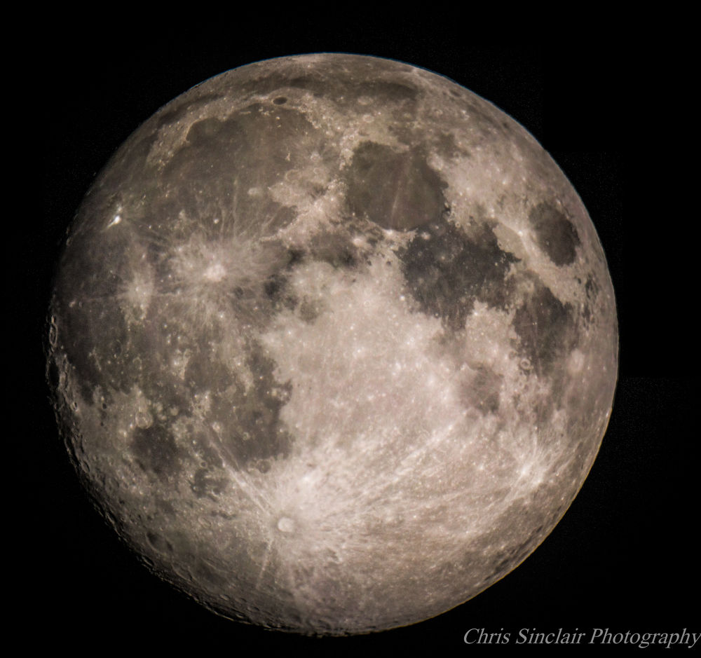 La Luna by Chris Sinclair