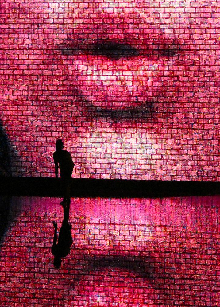 Photo in Random #kiss #dance #chicago #water sculptor