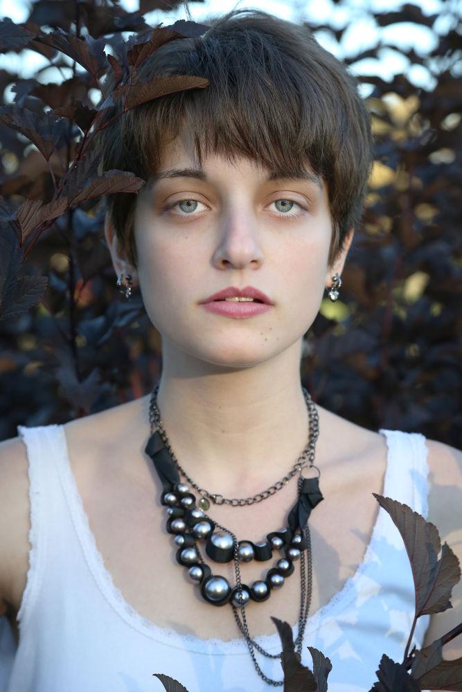 Photo in Portrait #women #beauty #nature #face #portrait #fall