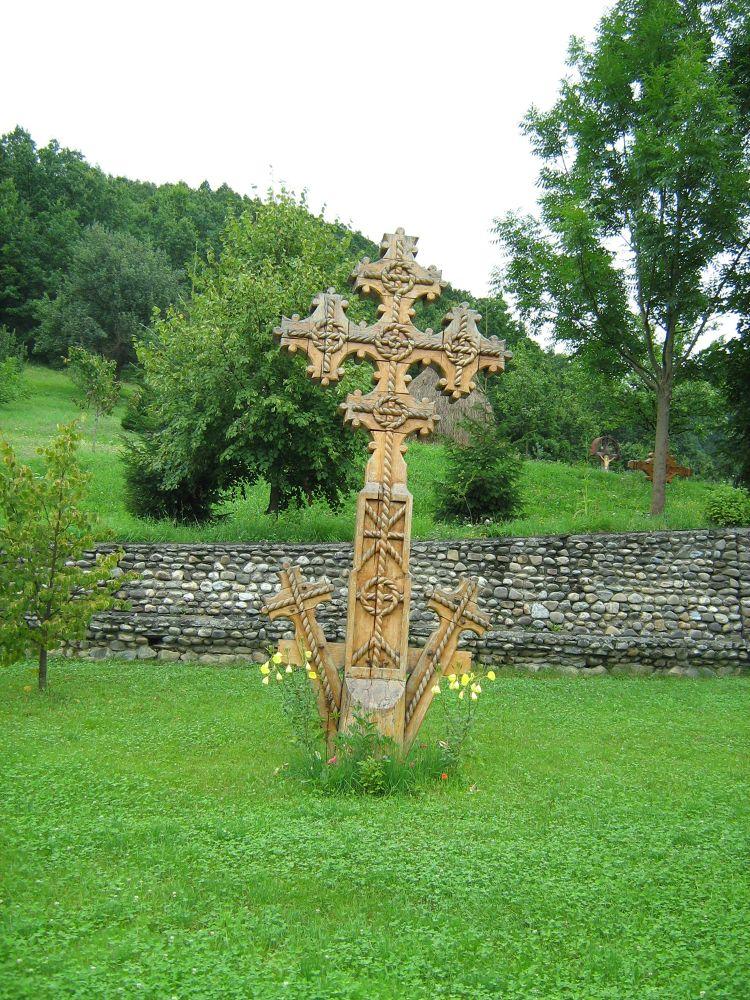 Wooden cross by Gratiela